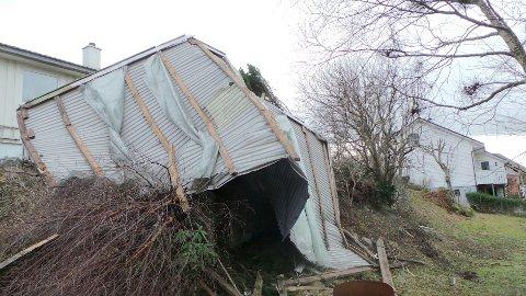 Taket blåste over et annet hus - uten å gjøre skade på det.