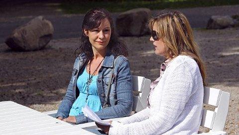 Mødrene Cathrine Orm (t.v.) og Ivonne Menchini fortalte i gårsdagens Moss Avis om hvor mye Fontenen skole betyr for elevene der. foto geir hansen