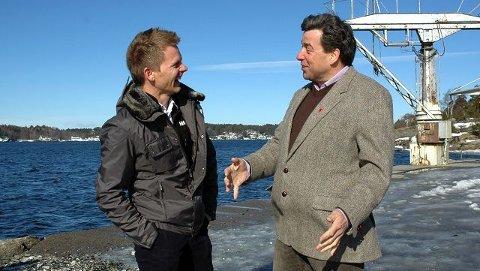 Tage Pettersen (t.v.) og John Ødbehr møttes i går i Søndre Brevik båthavn. Det er sør for denne båthavnen de to Høyrekollegene kan tenke seg et frittflytende anlegg for lystbåter.