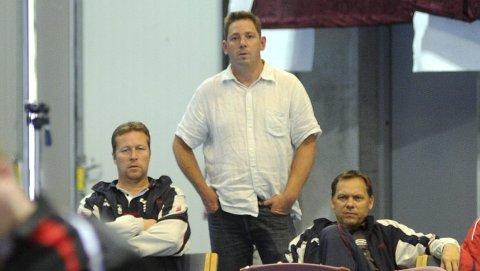 Oppgitt: Rune W. Johansen (i midten) i Modum BTK er oppgitt over det som har skjedd. Her ved siden av de svenske bordtennis-legendene Jan-Ove Waldner (t.v.) og Mikael Appelgren.