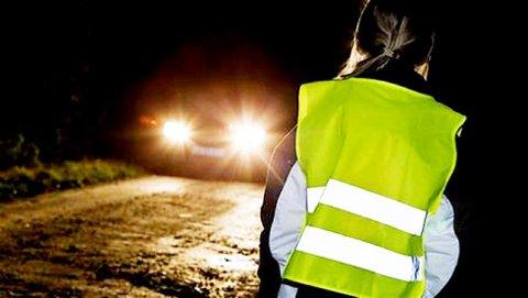Folk er flinke til å bruke refleks på landeveier i Vestfold. I byene derimot er det fortsatt få som gjør seg synlige.