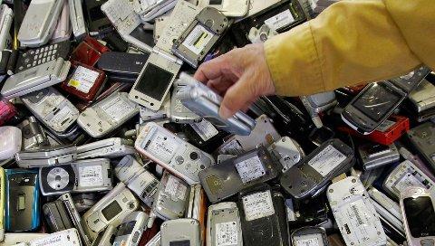 Ifølge Elretur er nordmenn flinke til å levere inn større elektriske apparater, men slurver med mobiltelefoner.