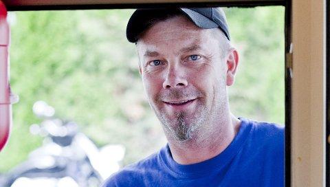 Fast kunde: Bjørn Vidar Eikeland er fast kunde hos kiosken på Nesset og stikker gjerne innom flere ganger i uken for å kjøpe is.