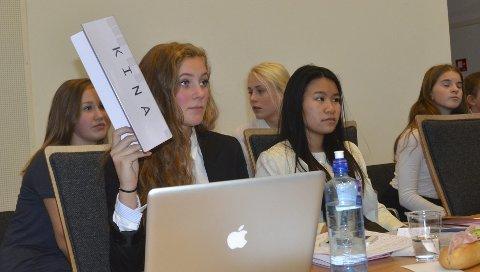 ENGASJERT: Oda Elise Bratlie Lund (foran t.v.) fra Børstad representerte Kina sammen med Lillian Thai.