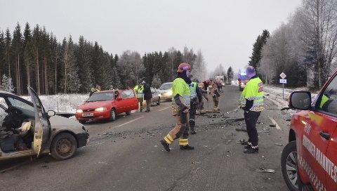 EN FARLIG VEG: Rv. 216 har fått økt trafikk på grunn av all aktivitet på Sjusjøen. Denne uka har det vært to ulykker langs vegen, denne ulykka skjedde torsdag morgen.