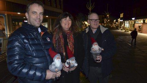 JUl i Dala: Julehandel står for døren og handelsstanden oppfordrer til humanitært engasjement, her ser vi Harald Tungevåg, Rita Lindeberget og Petter Johnsrud.
