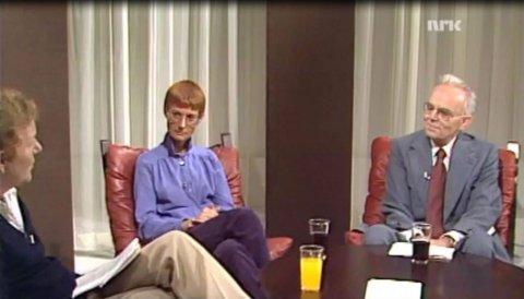 44 KG: Her sitter Berit Bjerke i tv-studio i 1980: «Sånn som jeg ser ut i dag, føler jeg meg ... fet».