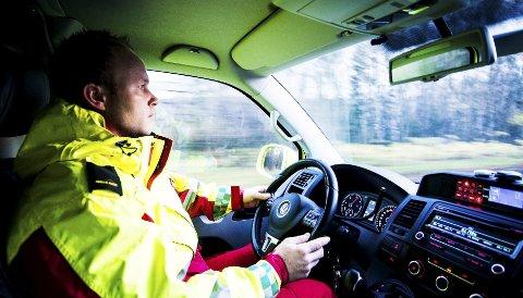 Stian Neperud fra Ambulansetjenesten i Drammen, bekrefter at deler av veinettet i Drammen ikke er egnet for utrykning. Resultatet kan bli en omvei.