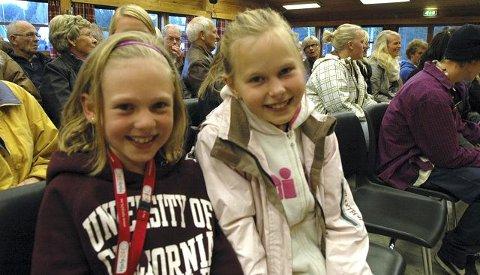 VIKTIGE FOR FRAMTIDA: Barna betyr mye for framtida i Lampeland. Mari Tveiten Vatnebryn og Frida Tormodsgard Dokken var på folkemøtet. FOTO: KARIN MADSHUS