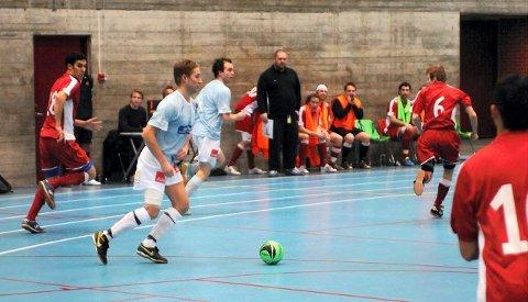 MÅLSCORERE: Jørgen Bue Solli (med ballen) og Kristoffer Silberg scoret henholdsvis ett og tre mål mot Bogstadveien. FOTO: SIMEN AKER GRIMSRUD