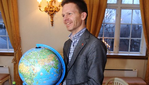 TAGE PÅ TUR: Ordfører Tage Pettersen befinner seg i fjerne himmelstrøk.  Foto: Terje Holm