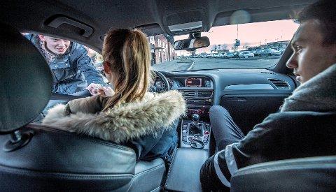 """TJENER MYE: Sjåfører i """"Cabs are here Follo"""" kan tjene opp mot 4-5000 kroner på en kveld med kjøring. (ILLUSTRASJONSFOTO: CHRISTIAN CLAUSEN)"""