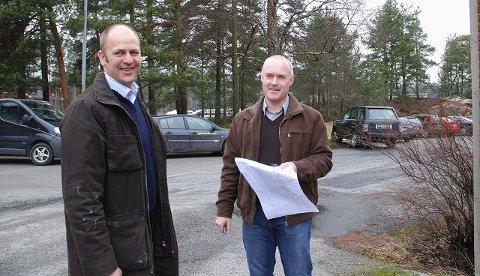 Peder Nærbø (t.v.)og Torbjørn Moe fra Bulk Eiendom har investert mye i lagerbygg i mange kommuner. Nærbø mener Moss må slåss mer for egen næringsutvikling.