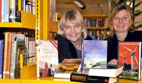 Svært fornøyd: Bibliotekarene Gunn Jorunn Mælandsmo Flåta og Mari Anne Hustad konstaterer fornøyd at utlånet forsetter å øke og besøkstallet er stabilt, til tross for at det var lørdagsstengt bibliotek dette året.