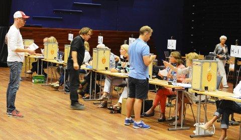 Velgerne i Vestfold er blant de ivrigste i landet til å avgi stemme. Frammøtet i valglokalene endte på 77,5 prosent, som er langt over landsgjennomsnittet. Her fra valglokalene i Oseberg på selve valgdagen 9. september.