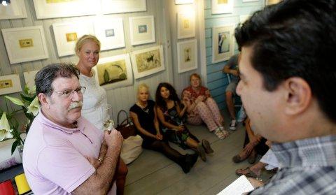 FORKLARTE: Ignacio Aguirre Ruiz fortalte om sitt arbeid ved trykkeriet i Barcelona og sitt eget virke som kunstner.