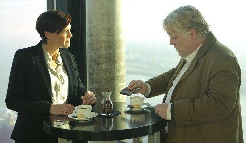 Politisk thriller: Robin Wright og Philip Seymour Hoffman i «A Most Wanted Man». Foto: Filmweb.no