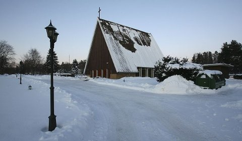 for dårlig Fyringsanlegget i Jeløy kapell er ikke godt nok til å kunne varme opp seremonirommet til normal innetemperatur når det er kuldeperioder. Derfor må Jeløy kapell nå stenges.