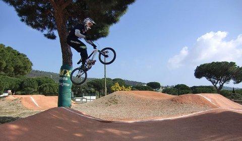 BMX-syklisten Fredrik Westeng Olsen (16) fra Råde har nylig kommet hjem fra en 10 dagers treningsleir i Frankrike. foto privat