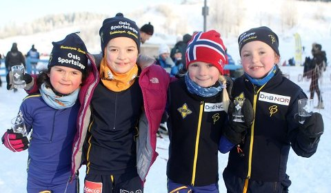 BSK-jentene Inés Huuse (venstre), Stine Bergersen Wilmo, Martine Wisløff og Matilde Hals koste seg i Lillomarka.
