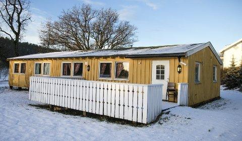 KAFÉ: I dette gule huset på Breivoll, håper Rikke Soligard at det kan åpnes kafé i løpet     av året.