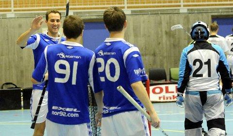 NOR 92 jublet igjen oftere enn motstanderne. Her er det Alexander Hveding Dahl som skal gratuleres av Kristian Becher (91) og Steffen Løvlund (20).