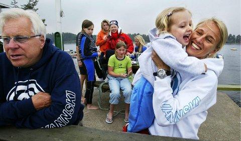 TRE GENERASJONER: Tomm, Maya og Anniken, sommeren 2005.