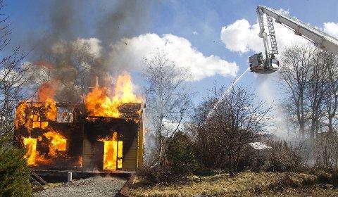 – Tiden inne: Tillitsvalgte og brannsjefer i Nordre- og Søndre Follo brannvesen mener tiden nå er inne for et felles brannvesen i Follo. Det stilles stadig større krav til kompetanse, utstyr, data- og arkivløsninger som begge brannvesen i dag må investere i, skriver de.