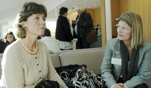 Ordfører Lisbeth Hammer Krog (H) i Bærum (t.v.) og ordfører Lene Conradi i Asker.