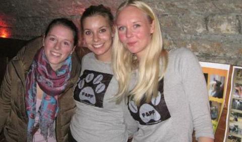 Tre av veterinærstudentene som jobber for å gi Ungarns hunder en varm jul: Alexandra Baur, Caroline Holtet og Sarah Westgaard.