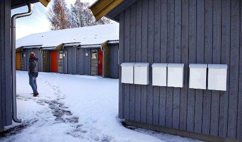 Her i disse omsorgsboligene i Bankveien på Halmstad skal det bo personer med sammensatte problemer av rus og psykiatri. Naboene protesterer - Rygge kommune beroliger.