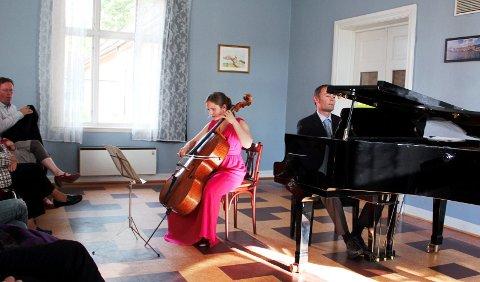 PÅ HJEMMEBANE:  På tross av internasjonal anerkjennelse, spiller Frida Fredrikke ofte i Horten.FOTO: JESPER FINSVEEN