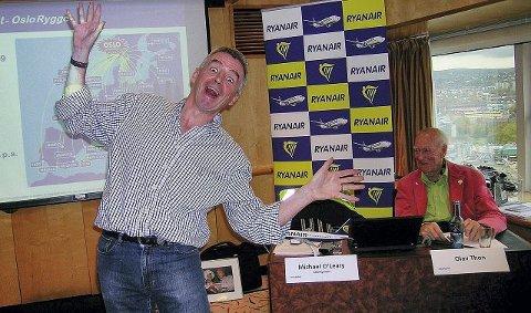 Ryanairs Michael O'Leary showet seg som vanlig i møtet med pressen. Bak en noe mer avslappet Olav Thon.