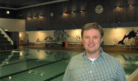 et skritt videre Leder av Moss Svømmeklubb, Christer Johnsen, er kjempeglad for at bystyret har bevilget 500.000 kroner til et forprosjekt og behovsanalyse av mulig renovering av svømmehallen i Mossehallen.