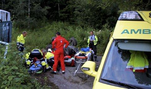 ALVORLIG SKADD: En 47 år gammel mann ble i kveldt alvorlig skadd i hodet etter en kollisjon og utforkjøring i Heddal i kveld. (Foto: Ole Christian Nordby,