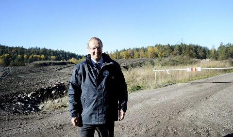 I et «bortgjemt» dalføre vest i kommunen ligger et åpent areal på 500 mål som ordfører Petter Berg (H) mener egner seg utmerket til næringsformål. Arealet er benyttet til lagring av steinmasser og derfor lite dyrkbart.