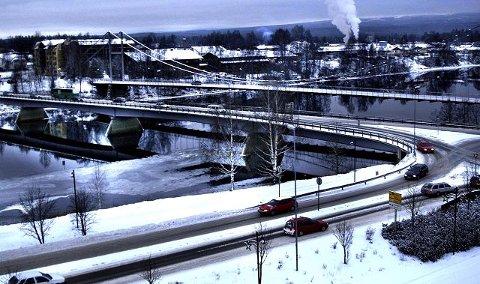 NY BRU MELLOM BRUENE? Arbeidsgruppa mener at motorvei fra Bast til ELVIS, og ny bru mellom fredete Glåmbrua og Nybrua, er mer realistisk å få gjennomført enn ny brua fra Gesellparken til ELVIS.