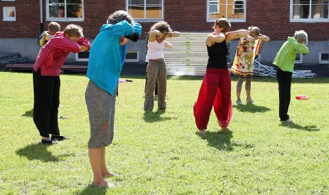 Treningen består av rolige bevegelser, og tradisjonelt utføres den i parker.  Foto: Solvor Moe<I><U></U></I>