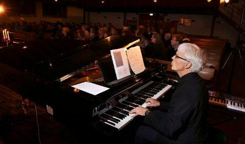 Otto Graf står bak arrangementet «Musikk i transitt» der mindreårige asylsøkere får møte musikkelever fra Manglerud vgs der Graf er lærer.