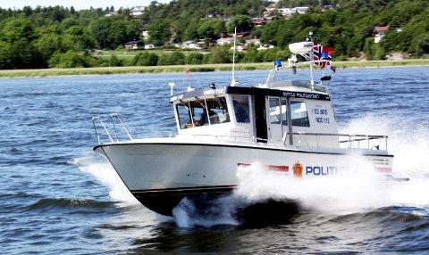 Politibåten inspiseres nå etter at taggere har vært på besøk i natt.
