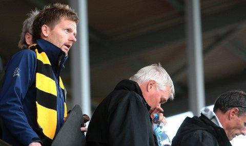 Tage Pettersen og en håndfull andre lokalpolitikere skal underholde med straffespark-konkurranse i pausen på Melløs.