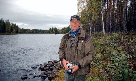GJERFLOEN: Snorre Grønnæss driver Gjerfloen Fluefiske. Han forteller at juni var en veldig god måned, men et dårligere fiske i juli har gitt mindre dagstrafikk.
