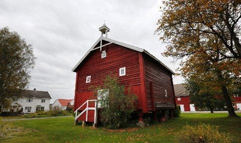 Dette stabburet tilhørte prestegården i Nes, trolig i rundt 200 år. I dag er det eid av ekteparet Arne Råstad og Vivian Wahl.