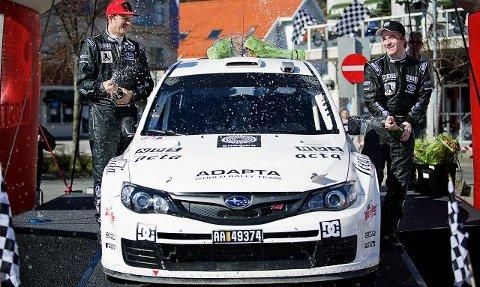 Mads Østberg (til høyre) og kartleser Jonas Andersson stakk av med seieren i årets Sørlandsrally. foto benjamin a. ward