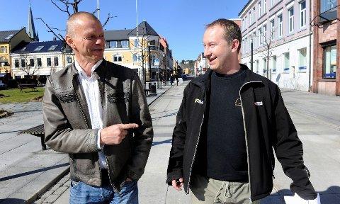 Tor Homleid (til venstre) har grunn til å smile, etter at Venstre fosser fram lokalt. FrP lekker som en sil, men Erik Monsen er ikke bekymret. – Tilbakegangen skyldes ikke lokale saker, sier Monsen. Foto: Olaf Akselsen