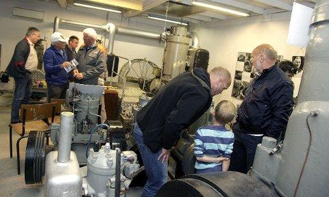POPULÆRT: Mange besøkende studerte de gamle Wichmann-motorene.