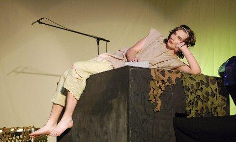 MOWGLI: Eskild Bacher Borgan, en av veteranene i Ås Teaterverksted,  fyller hovedrollen som Mowgli med stil. ALLE FOTO: GRO BIRGITTE RØILAND