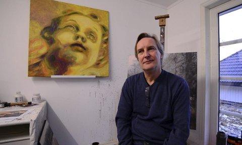 Kunstner og styremedlem i Buskerud bildende kunstnere, Morten Halvorsen, forstod lite da en ukjent mann ringte ham og fortalte at bildet han malte for mange år siden var funnet ute i kulden på Konnerud.