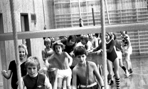 Gymsalen som de fleste kjenner, her fra 1976 hvor gutter og jenter hadde felles gym.
