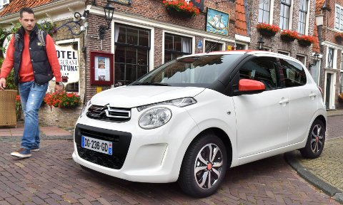 En typisk bybil, lettkjørt og lett å like. Her i Citroën C1-innpakning.